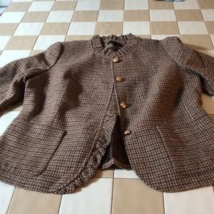 Brown houndstooth pattern blazer